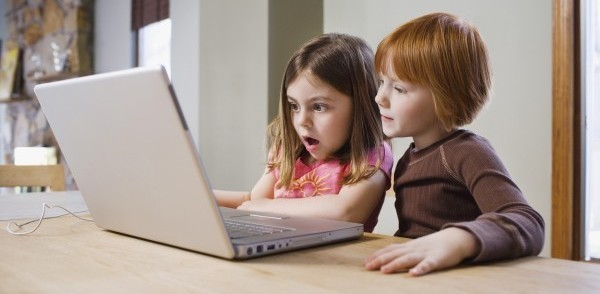 kids-learn-english-with-computer